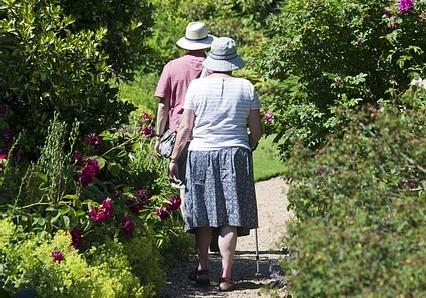 Alimentazione, attività fisica e vita sociale per prevenire la sarcopenia